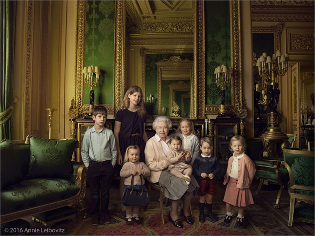 George di Cambridge: prima foto ufficiale del principino con la Royal Family