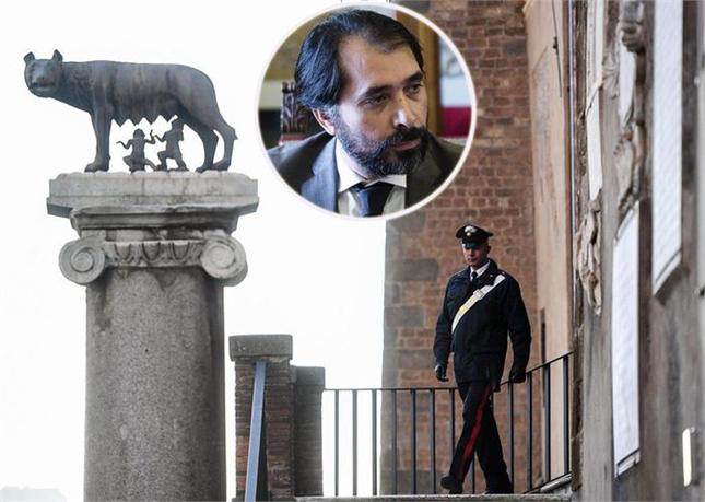 Roma, Grillo scarica Raggi dopo gli arresti
