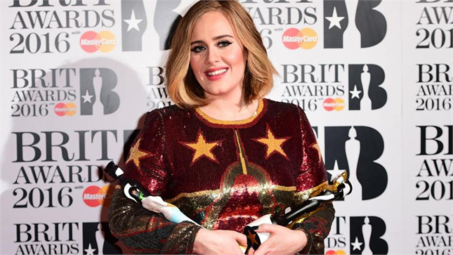 YOUTUBE Adele vince ai Brit Awards e piange perché…