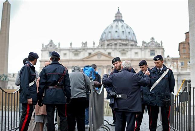 Quotidiano giovani falso allarme bomba alla metro di roma - Allarme bomba porta di roma ...