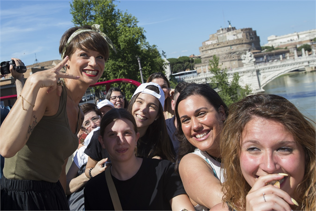 Alessandra Amoroso troppo magra, lei rassicura i fan: